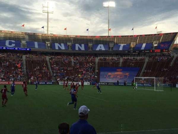 Nippert Stadium, Abschnitt: 120, Reihe: 6, Platz: 10