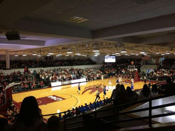 Alumni Gym (Elon University), Abschnitt: 210, Reihe: E, Platz: 1