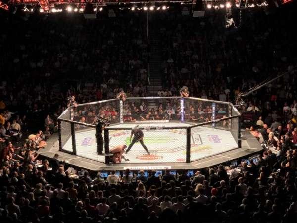 T-Mobile Arena, Abschnitt: 6, Reihe: R, Platz: 1