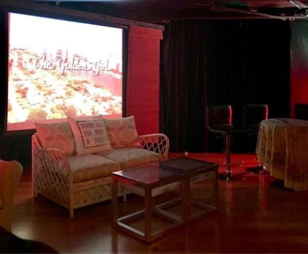Cavern Club Celebrity Theater at Casita Del Campo, Abschnitt: GA, Reihe: 2, Platz: 1