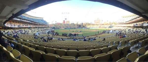 Dodger Stadium, Abschnitt: 2FD, Reihe: V, Platz: 9