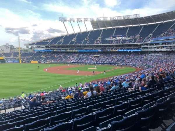 Kauffman Stadium, Abschnitt: 211, Reihe: LL, Platz: 1