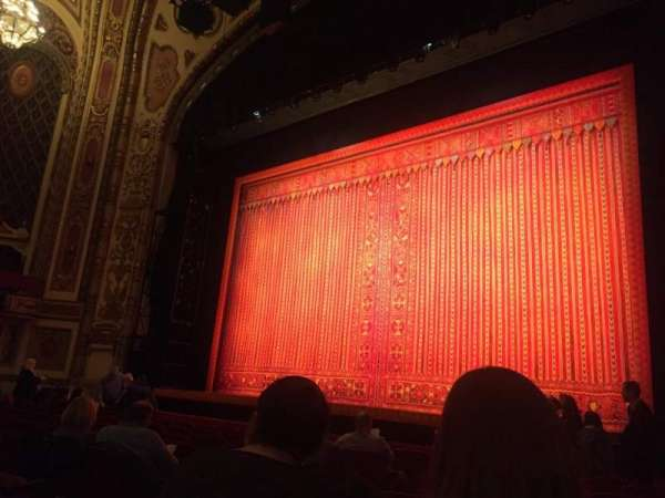 Cadillac Palace Theater, Abschnitt: Orchestra R, Reihe: J, Platz: 10