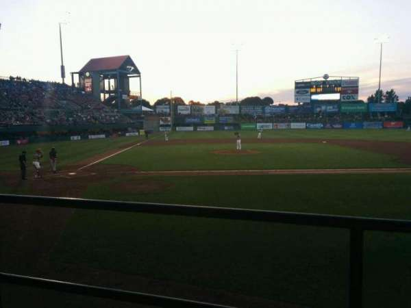 McCoy Stadium, Abschnitt: 4, Reihe: b, Platz: 4