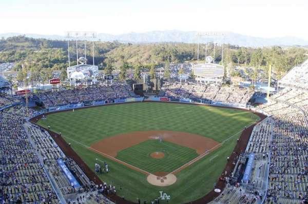 Dodger Stadium, Abschnitt: 3td, Reihe: e, Platz: 17