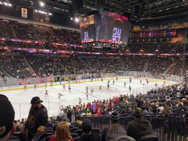 T-Mobile Arena, Abschnitt: 13, Reihe: V, Platz: 19