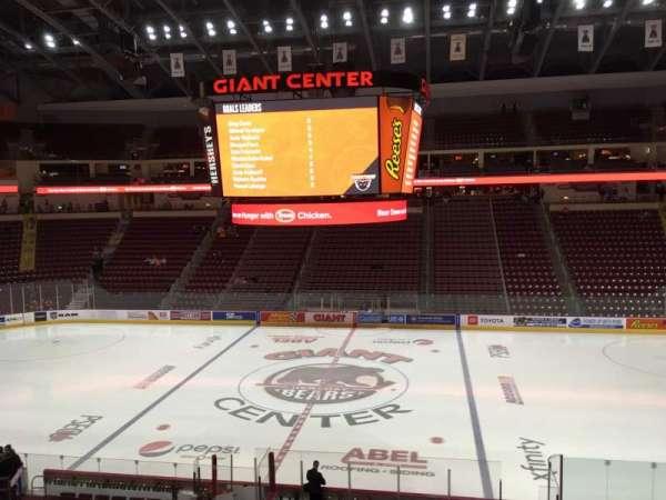 Giant Center, Abschnitt: 121, Reihe: W, Platz: 20