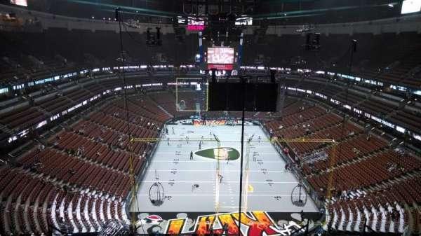 Honda Center, Abschnitt: 423, Reihe: M, Platz: 8