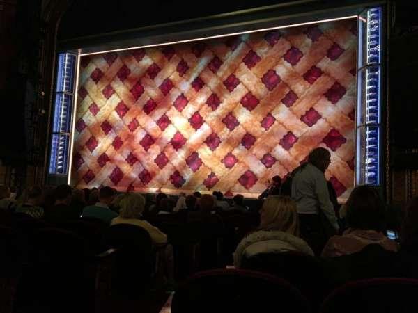Brooks Atkinson Theatre, Abschnitt: Orchestra R, Reihe: K, Platz: 4