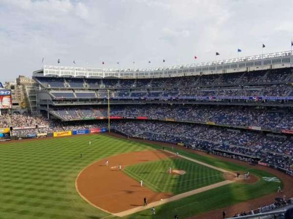 Yankee Stadium, Abschnitt: 327, Reihe: 2, Platz: 17
