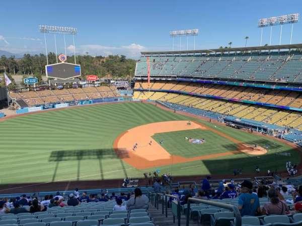 Dodger Stadium, Bereich: 27RS, Reihe: V, Platz: 1