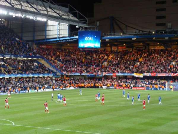 Stamford Bridge, Abschnitt: Matthew Harding Lower, Reihe: AA, Platz: 328