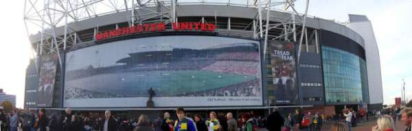 Old Trafford, Abschnitt: Outside