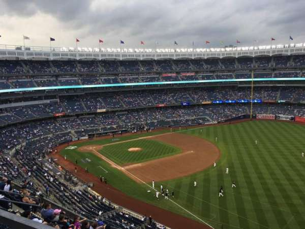 Yankee Stadium, Abschnitt: 415, Reihe: 8, Platz: 9