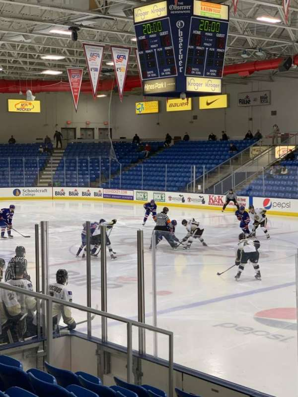 USA Hockey Arena, Bereich: 101, Reihe: J, Platz: 10