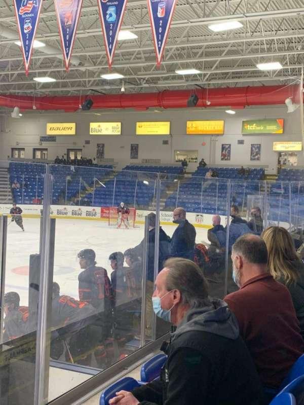 USA Hockey Arena, Bereich: 103, Reihe: F, Platz: 9