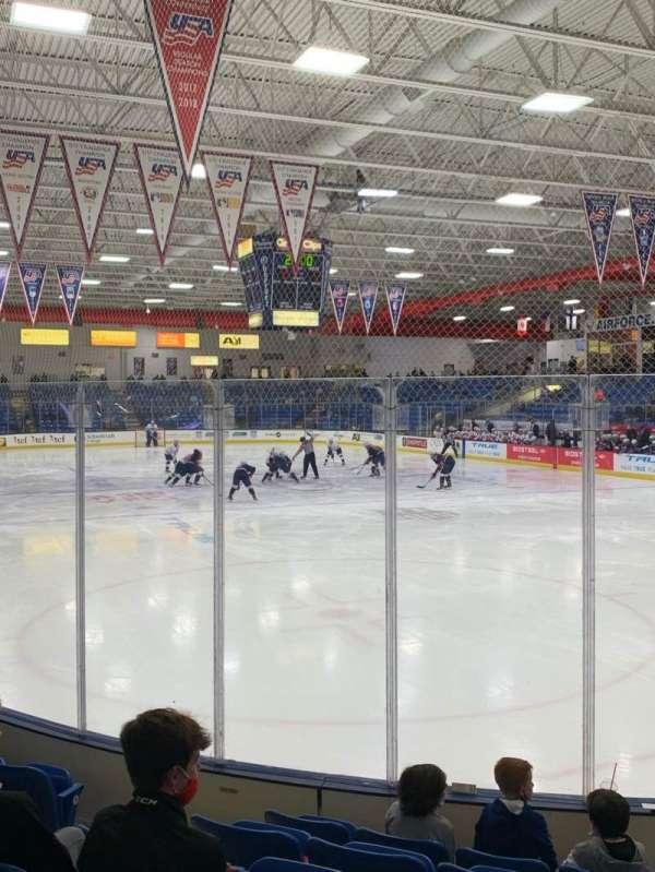 USA Hockey Arena, Bereich: 109, Reihe: H, Platz: 10