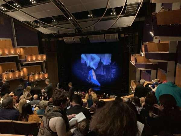 Ahmanson Theatre, Abschnitt: Mezz Right, Reihe: H, Platz: 1