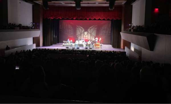 Arcadia Performing Arts Center, Abschnitt: Dress Circle Right, Reihe: AA, Platz: 55