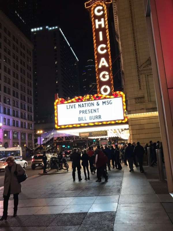 Chicago Theatre, Abschnitt: Outside