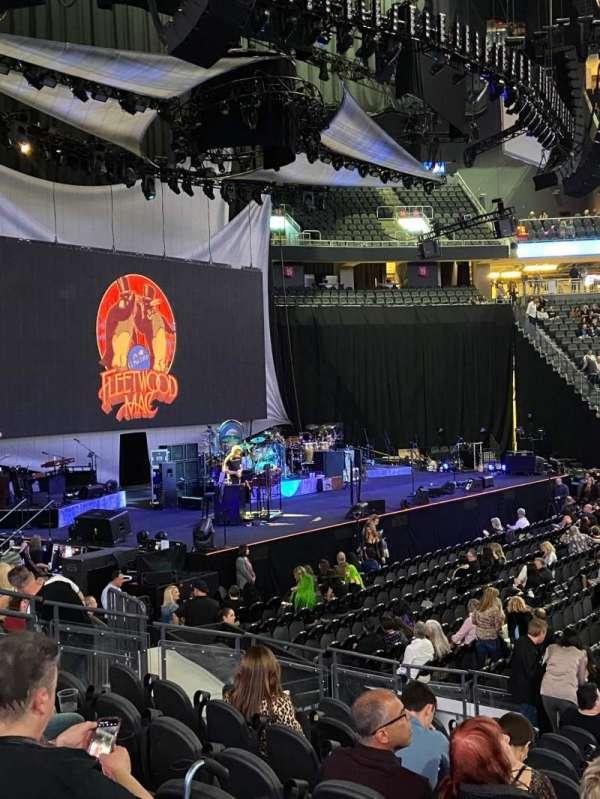 T-Mobile Arena, Abschnitt: 4, Reihe: H, Platz: 13