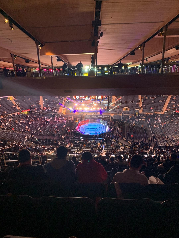 Madison Square Garden Bereich 212 Reihe 23 Platz 8