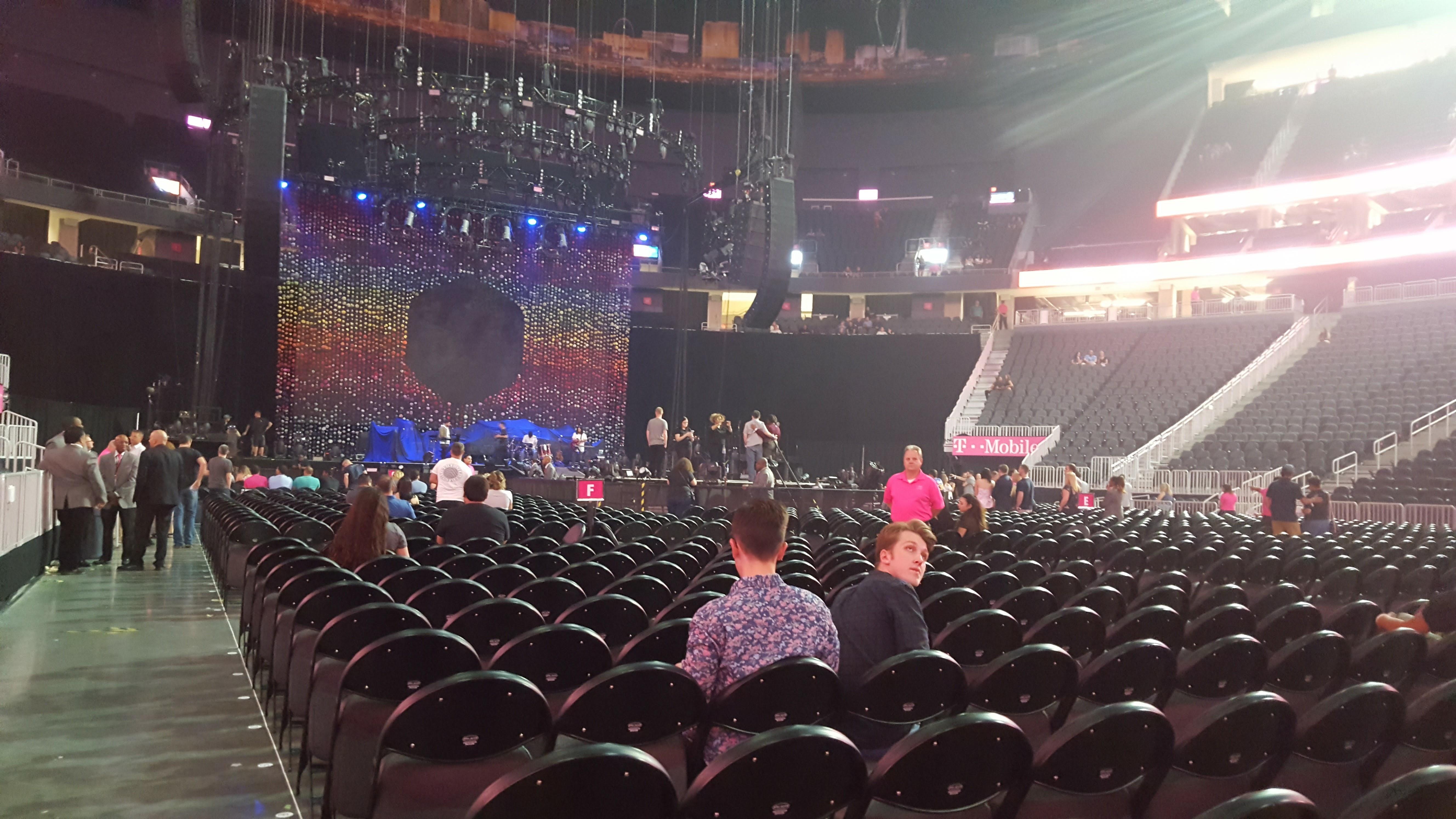 T-Mobile Arena Abschnitt Floor J Reihe M Platz 1 and 2