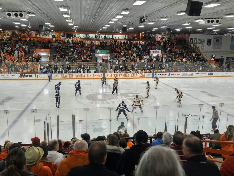 Slater Family Ice Arena Bereich C Reihe 14 Platz 13