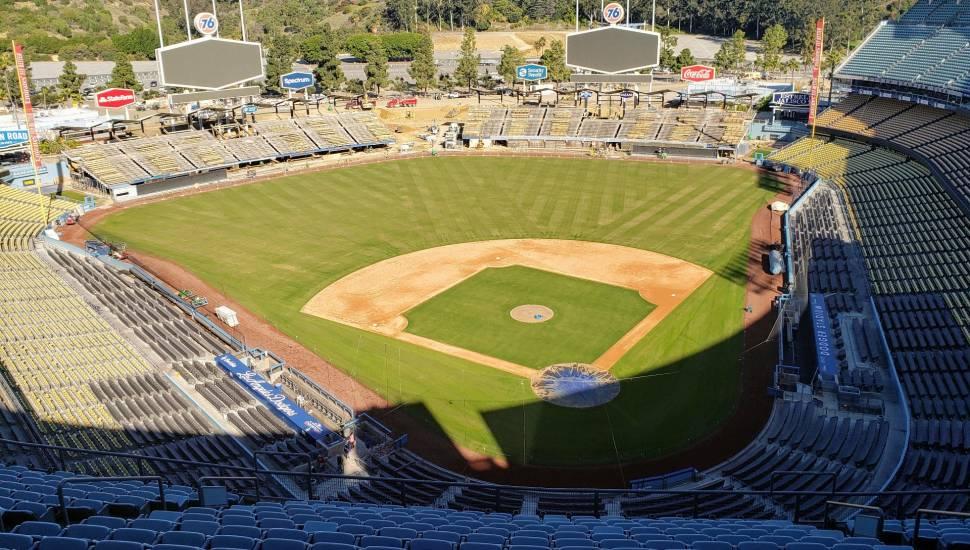 Dodger Stadium,  Abschnitt <strong>Center Middle Balcony</strong>, Reihe <strong>L</strong>, Platz <strong>310</strong>