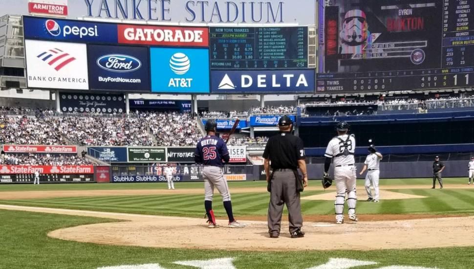 Yankee Stadium,  Abschnitt <strong>E7</strong>, Reihe <strong>VV</strong>, Platz <strong>165</strong>
