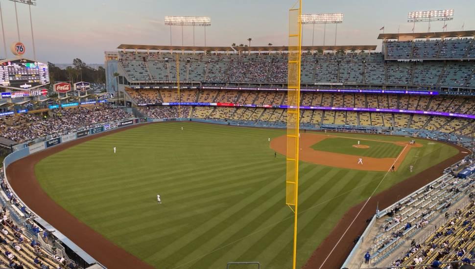 Dodger Stadium,  Bereich <strong>Orchestra LC</strong>, Reihe <strong>R</strong>, Platz <strong>101-103</strong>