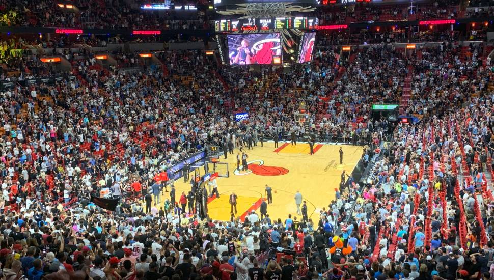 American Airlines Arena,  Abschnitt <strong>East L 8</strong>, Reihe <strong>K</strong>, Platz <strong>153</strong>