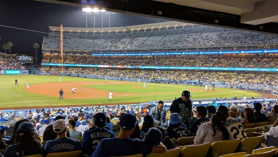 Dodger Stadium,  Abschnitt <strong>203</strong>, Reihe <strong>5</strong>, Platz <strong>2</strong>