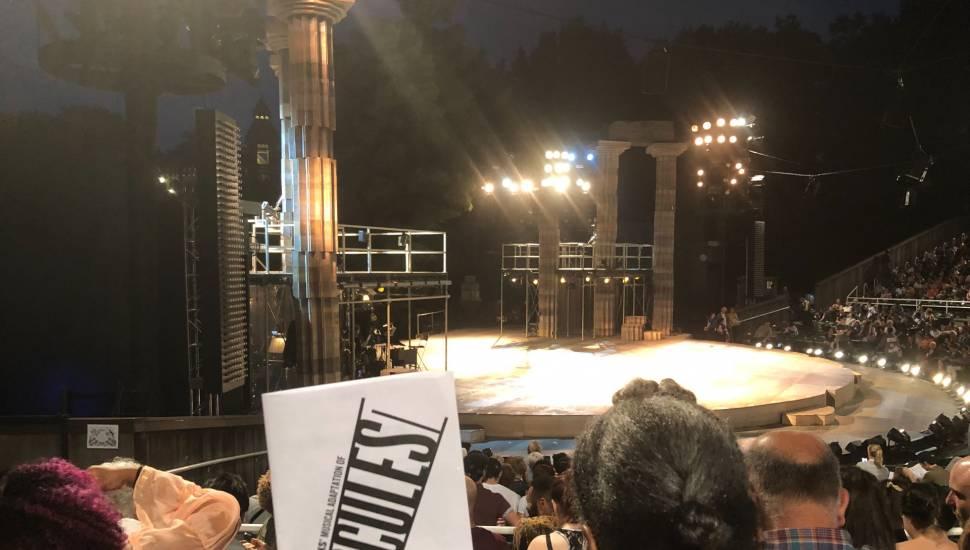 The Delacorte Theater in Central Park,  Abschnitt <strong>4</strong>, Reihe <strong>13</strong>, Platz <strong>23</strong>
