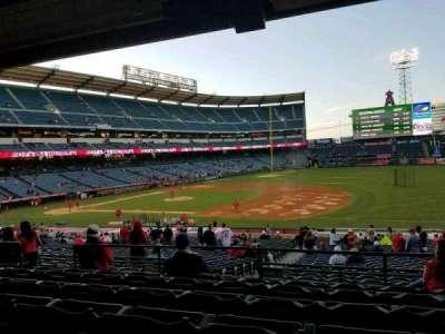 Angel Stadium, Abschnitt: T225, Reihe: F, Platz: 9