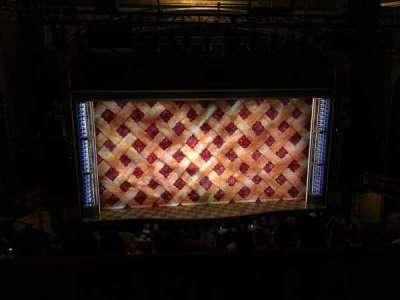 Brooks Atkinson Theatre, Abschnitt: MEZZ, Reihe: E, Platz: 117