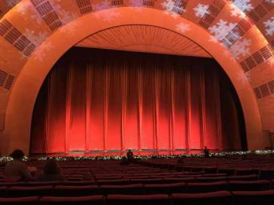 Radio City Music Hall, Abschnitt: Orchestra 5, Reihe: YY, Platz: 505-508
