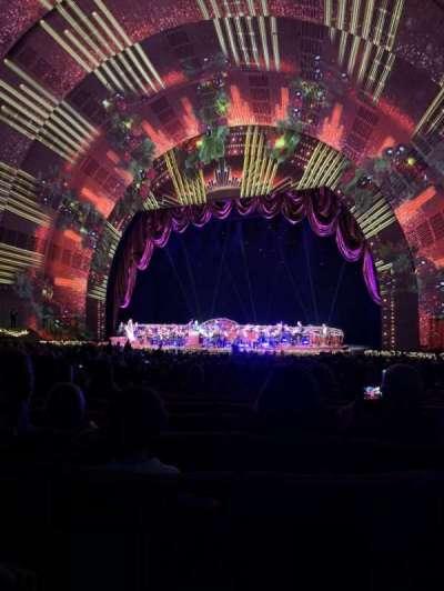 Radio City Music Hall, Abschnitt: Orchestra 2, Reihe: O, Platz: 203