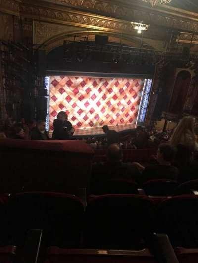 Brooks Atkinson Theatre, Abschnitt: L Mezz, Reihe: K, Platz: 11