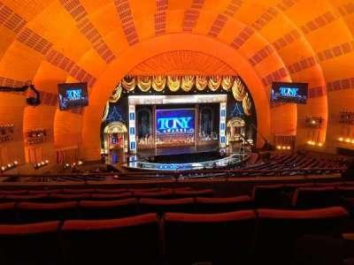 Radio City Music Hall, Abschnitt: 2NDMEZZL, Reihe: F, Platz: 307 And 308
