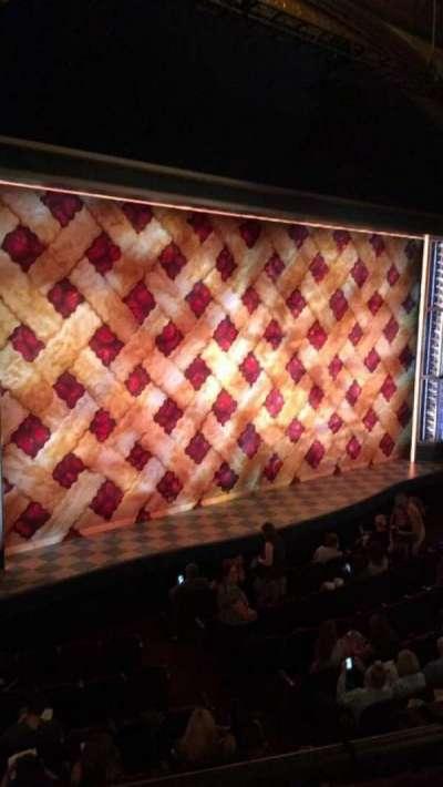 Brooks Atkinson Theatre, Abschnitt: Mezzanine, Reihe: A, Platz: 23