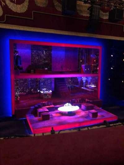 Booth Theatre, Abschnitt: Mezz, Reihe: A, Platz: 1