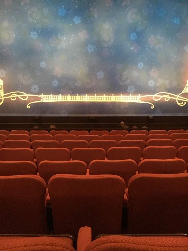 Broadhurst Theatre, Abschnitt: Center Orchestra, Reihe: H, Platz: 107