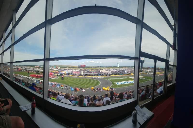 Charlotte Motor Speedway, Abschnitt: Clubhouse, Section B, Reihe: 41, Platz: 3