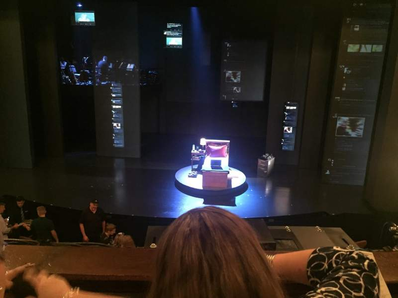 Music Box Theatre, Abschnitt: Mezzanine Center, Reihe: B, Platz: 104