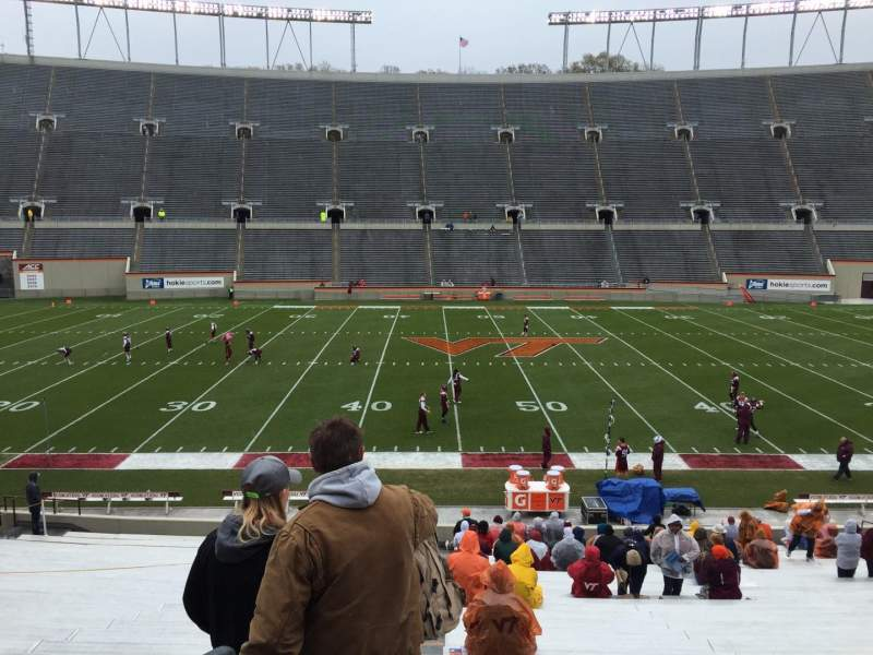 Lane Stadium, Abschnitt: 10, Reihe: EE, Platz: 2