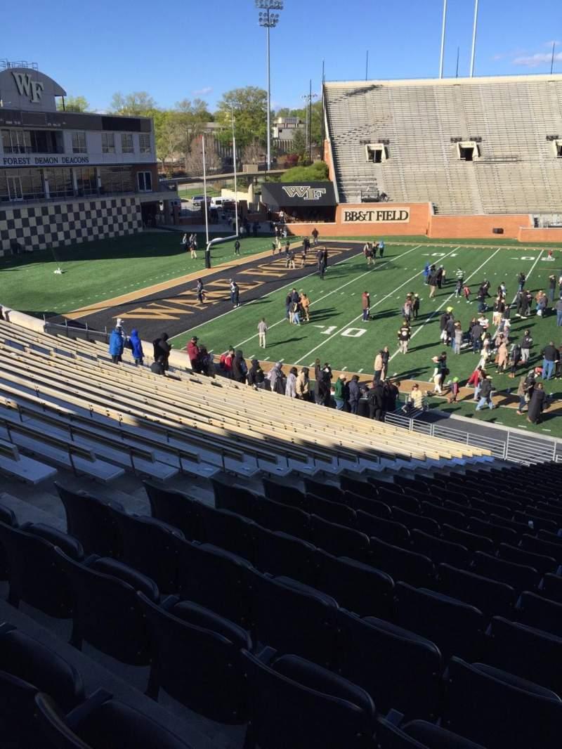BB&T Field, Abschnitt: 4, Reihe: DD, Platz: 17